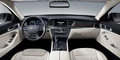 Вид передней панели Hyundai Genesis