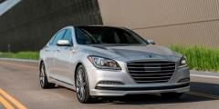 Hyundai Genesis в движении