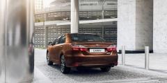 Toyota Camry - вид сзади