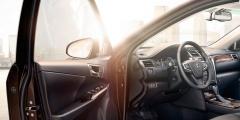 Toyota Camry с открытой дверью