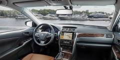 Toyota Camry - интерьер салона