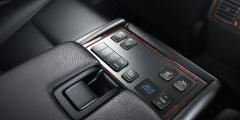 Toyota Camry - консоль крупным планом